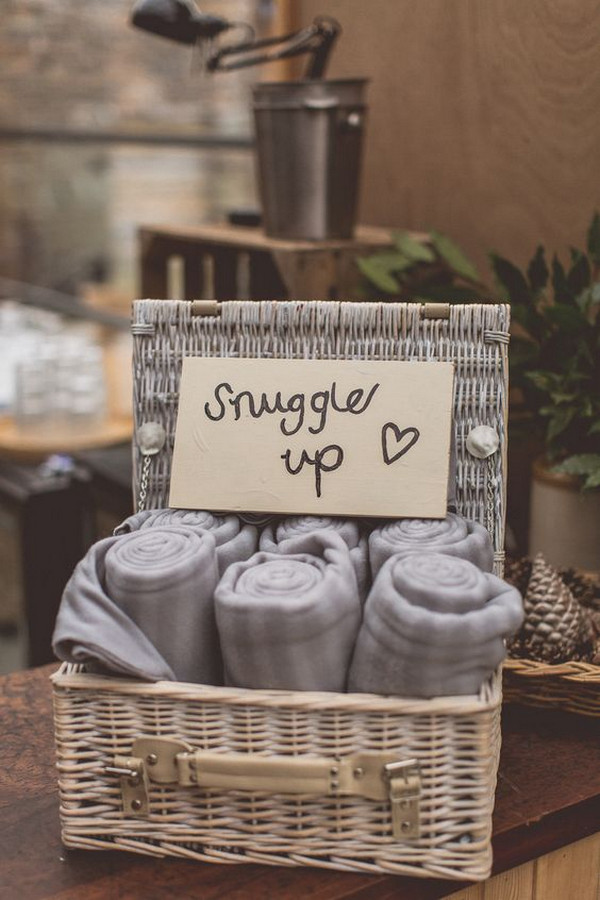 blankets for guests as wedding favors