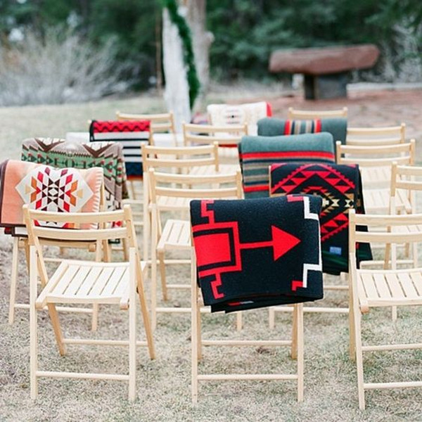 creative blankets display ideas for outdoor weddings