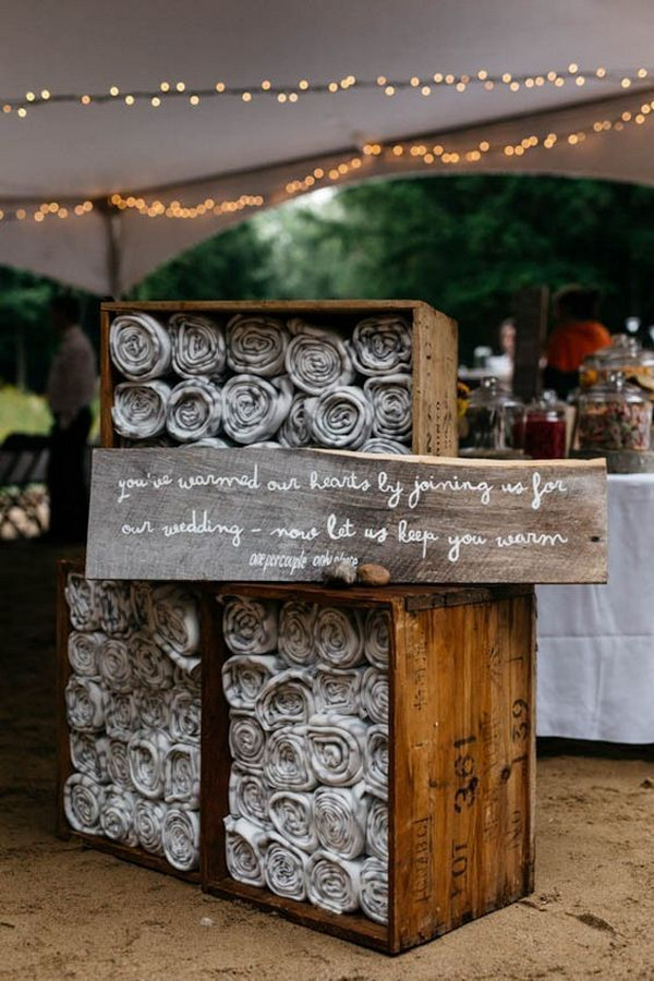cuntry rustic wedding blankets display ideas