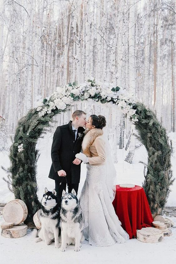 Christmas themed winter round wedding backdrop