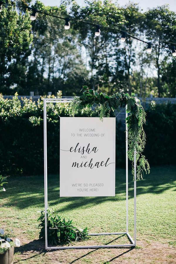chic simple outdoor wedding welcome sign ideas