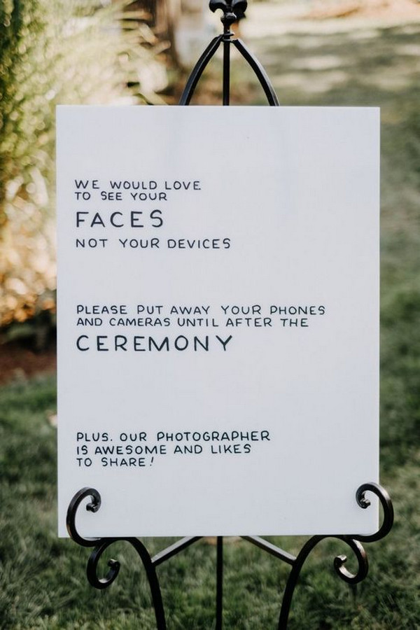 minimalist chic wedding sign ideas