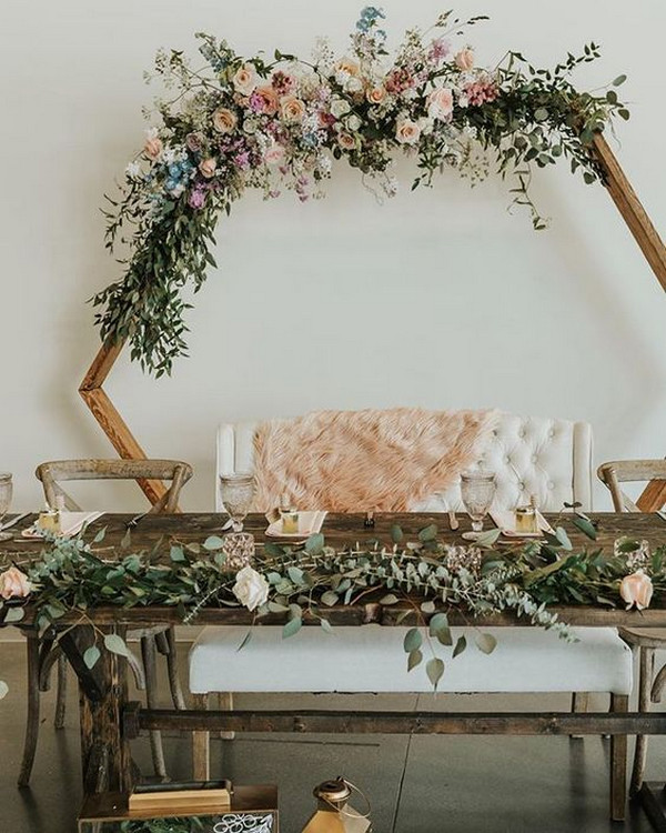 modern chic wedding backdrop for head table