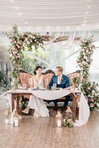 sweet wedding backdrop ideas for sweetheart table