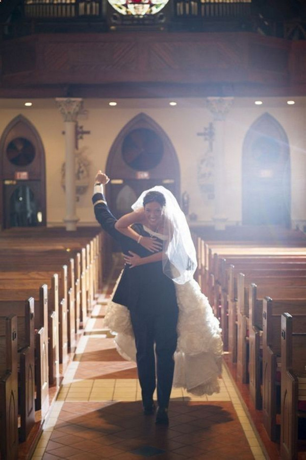 bride and groom church wedding photo ideas