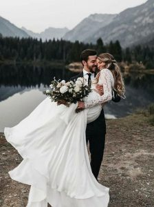 bride and groom wedding photo ideas for 2020