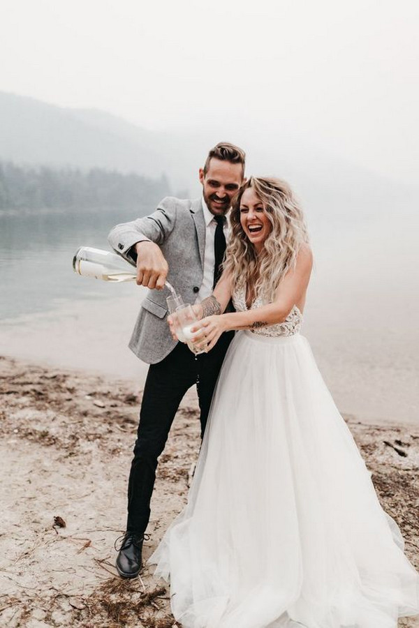 champagne pop wedding photo ideas bride and groom