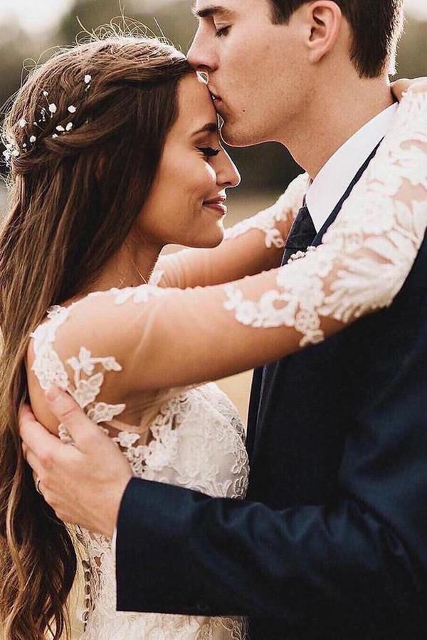 cute bride and groom wedding photo ideas