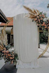 circular floral wedding arch ideas for fall