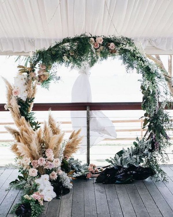 round wedding arch ideas with pampas grass