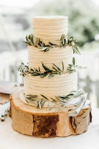 simple rustic wedding cake ideas with tree stump stand