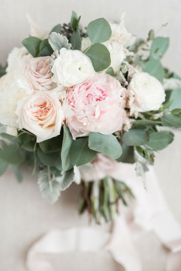 pink and neutral wedding bouquet ideas