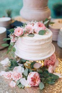 chic small wedding cake ideas