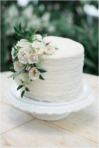 one tier elegant wedding cake with florals