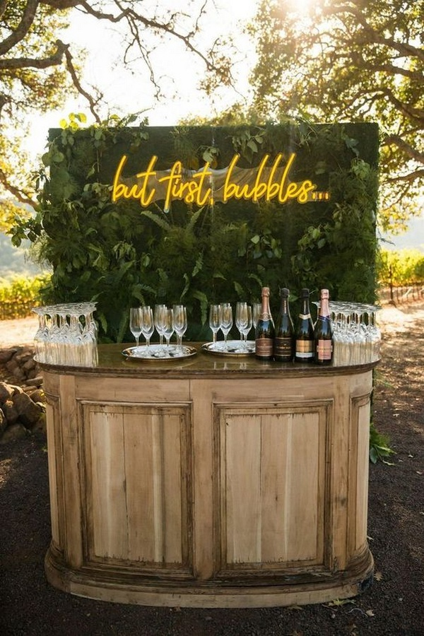 outdoor wedding bar ideas with neon sign