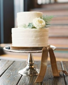 small wedding cake for winter 2020