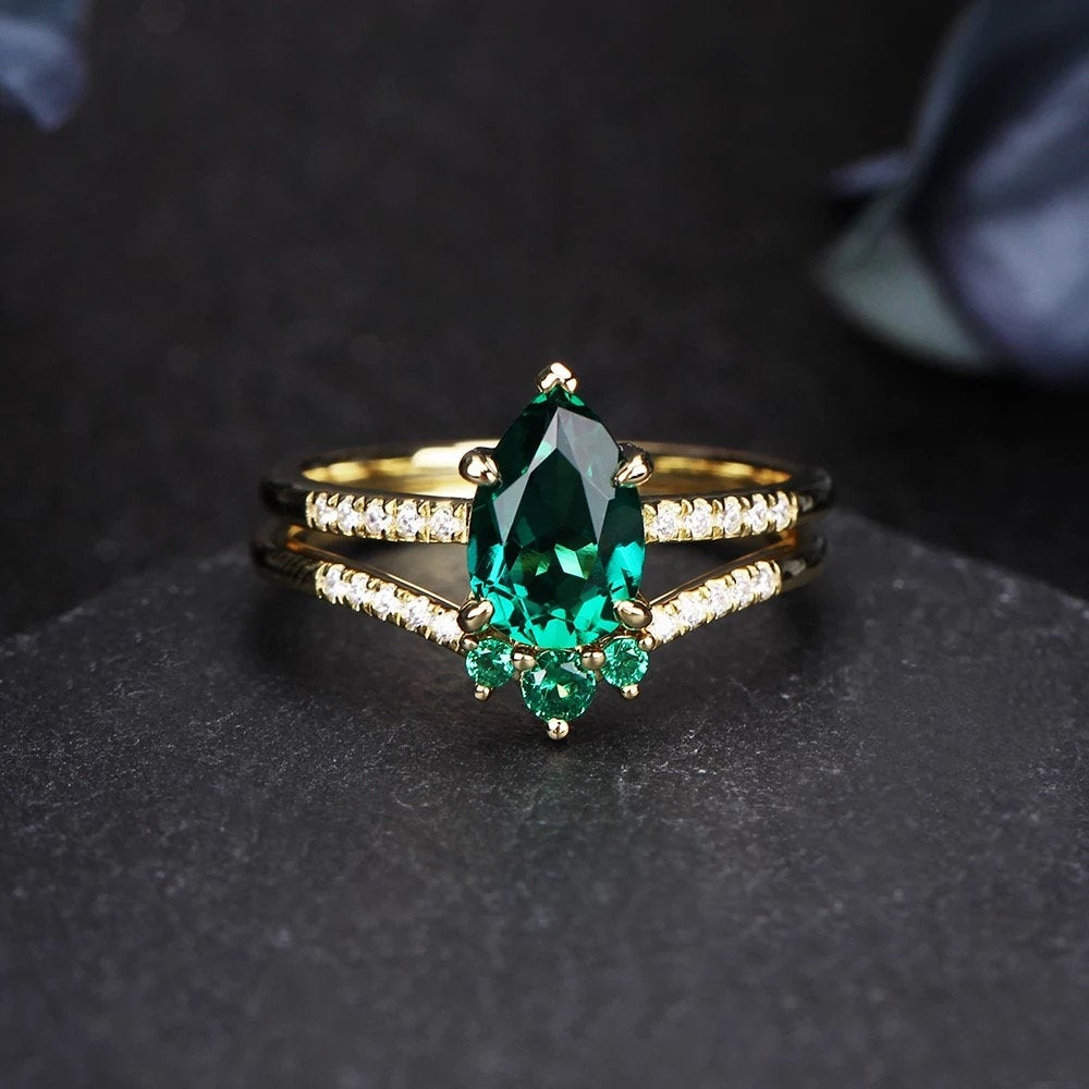 14K Solid Gold 1.5Ct Pear Emerald Engagement Ring, Lab Created Enagement Ring Set, Wedding Anniversary Set