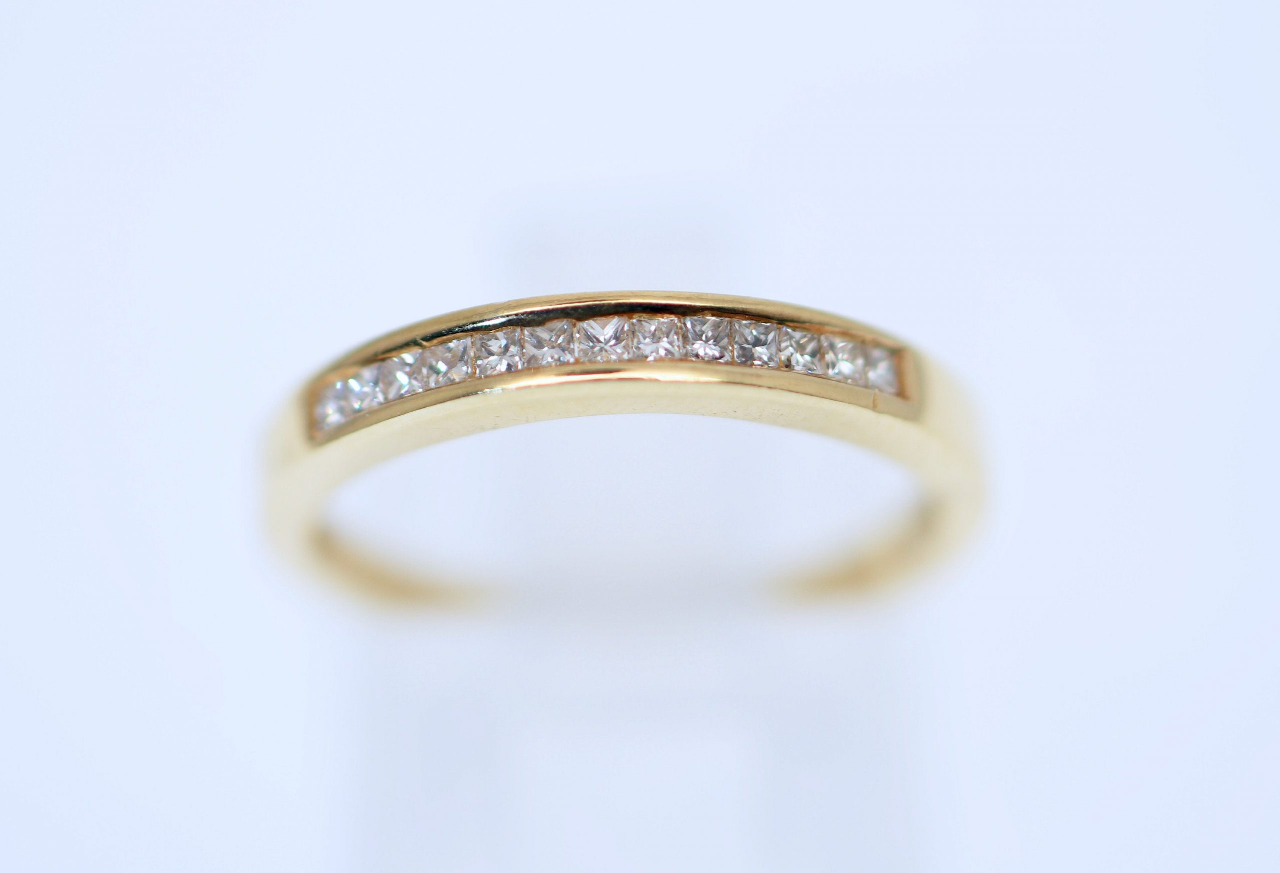 A Classic 18K Yellow Gold Lady's Natural Diamond Channel Set Wedding/Anniversary/stackable Band Jewellery Size 6 Or L