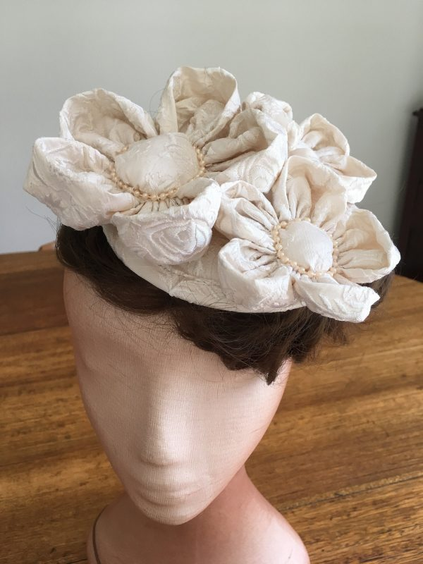 Embroidered Silk Mini Hat, 3 Flower Fascinator, Wedding Embroidered Cream Camellia Fascinator, Floral Hair Accessory