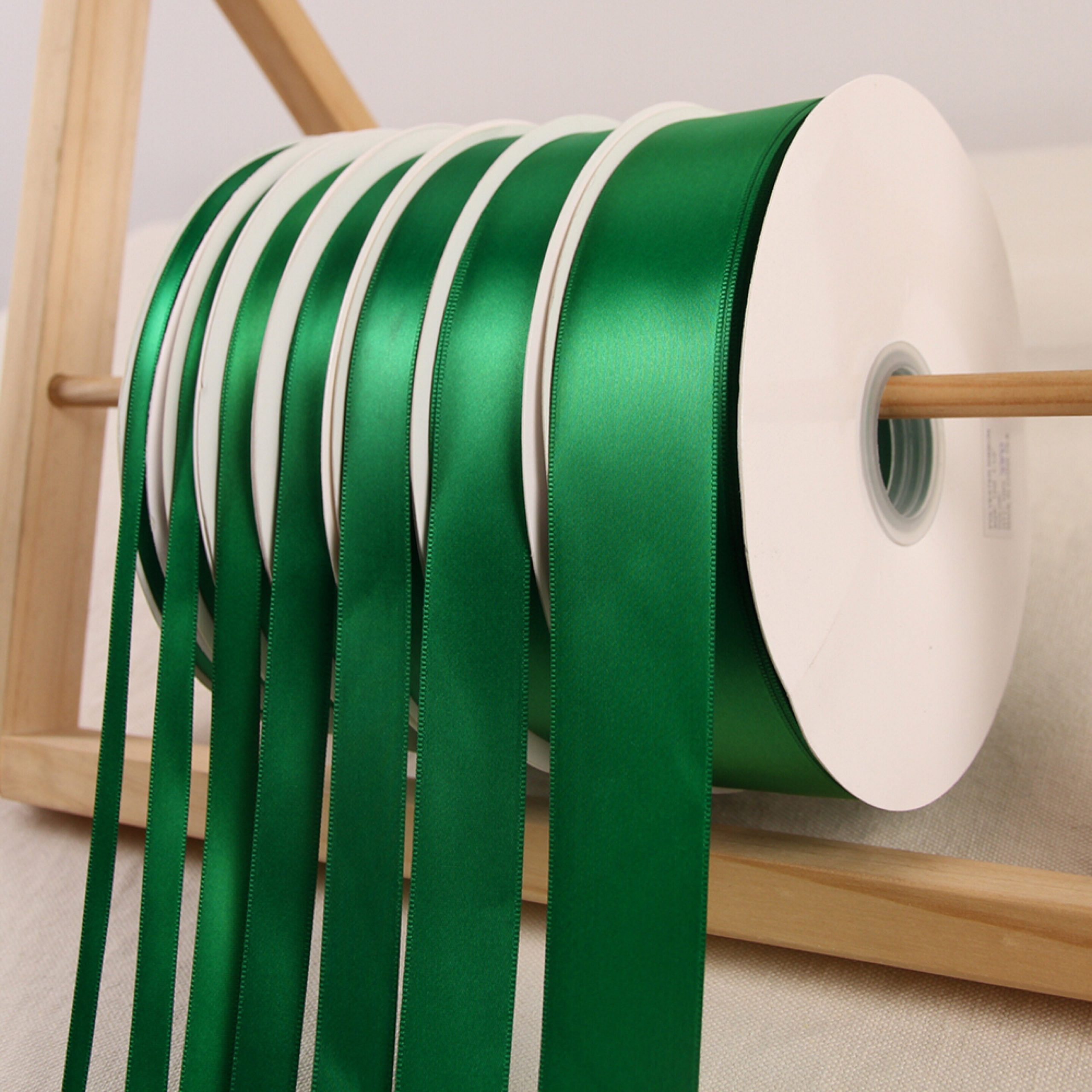 Emerald Green Satin Ribbon Roll Wholesale Christmas Gift Wrapping Wedding Party Favors Chair Decorations Tags Box Ribbons