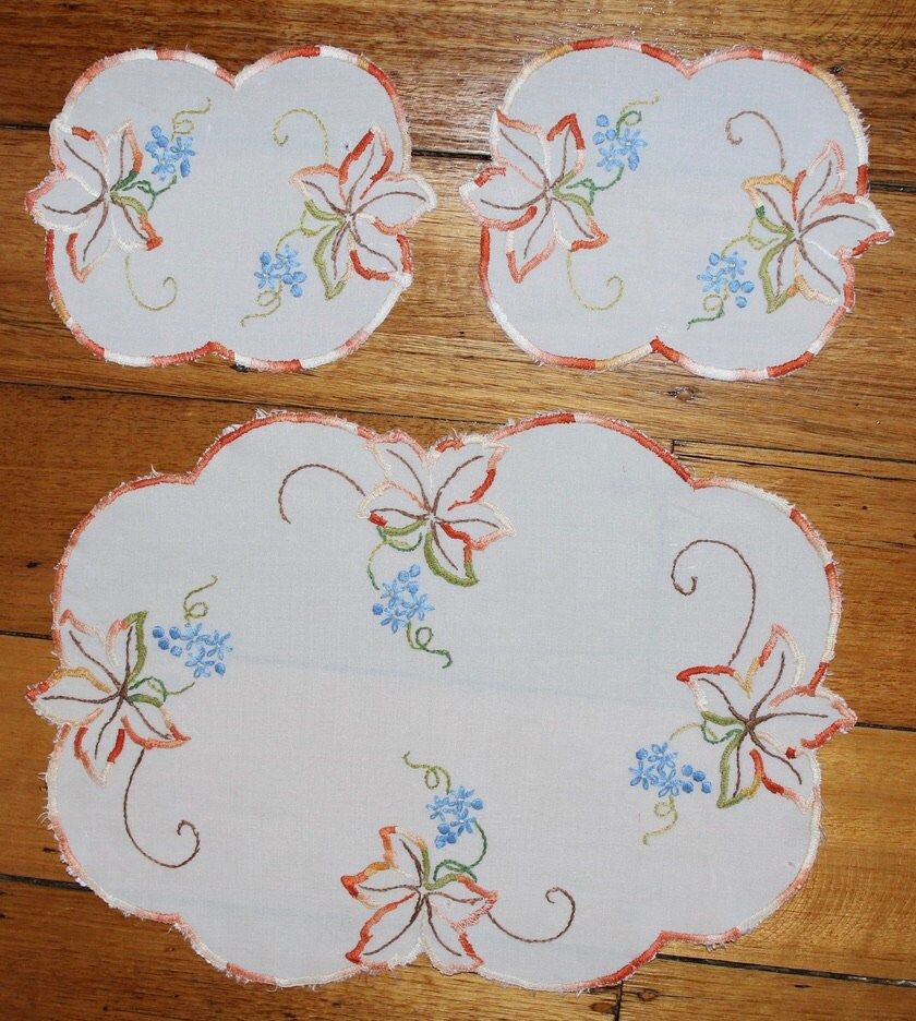 Set Of Two Floral Doilies & One Centrepiece - Floral Doilies Doyleys