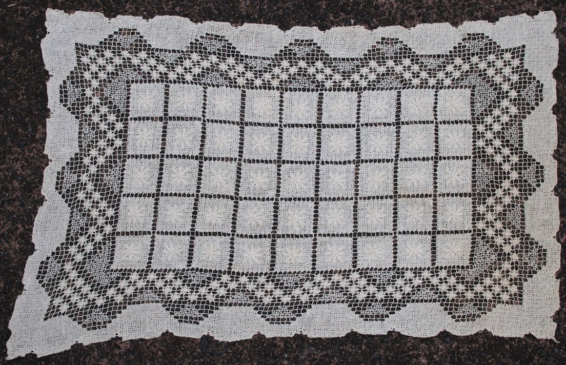 Tablemat - Centrepiece Doiley