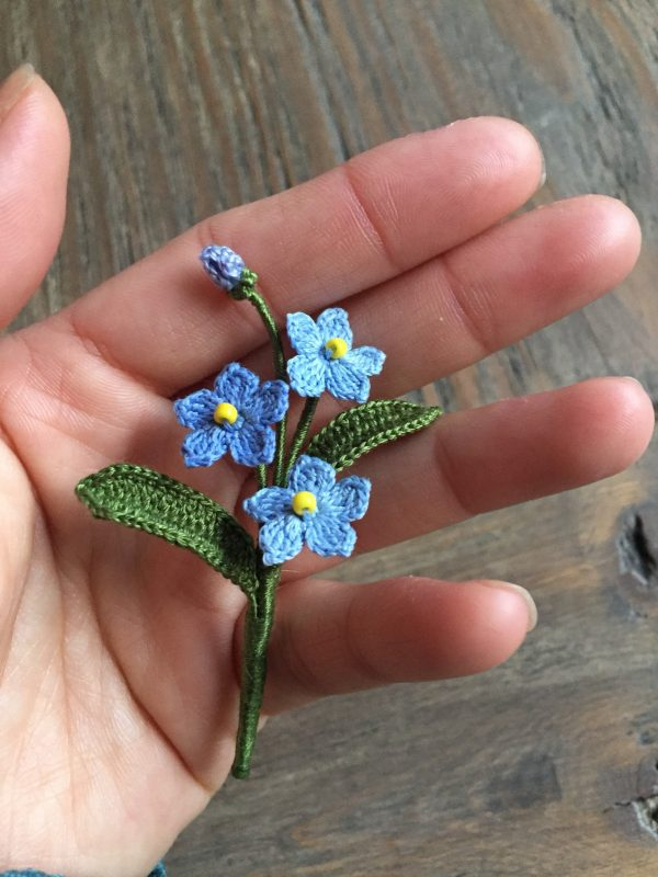 Crochet Forget Me Not Flower Brooch, Wedding Boutonniere, Thank You Gift, Handmade Brooch. Mother's Day Gift. Meaning