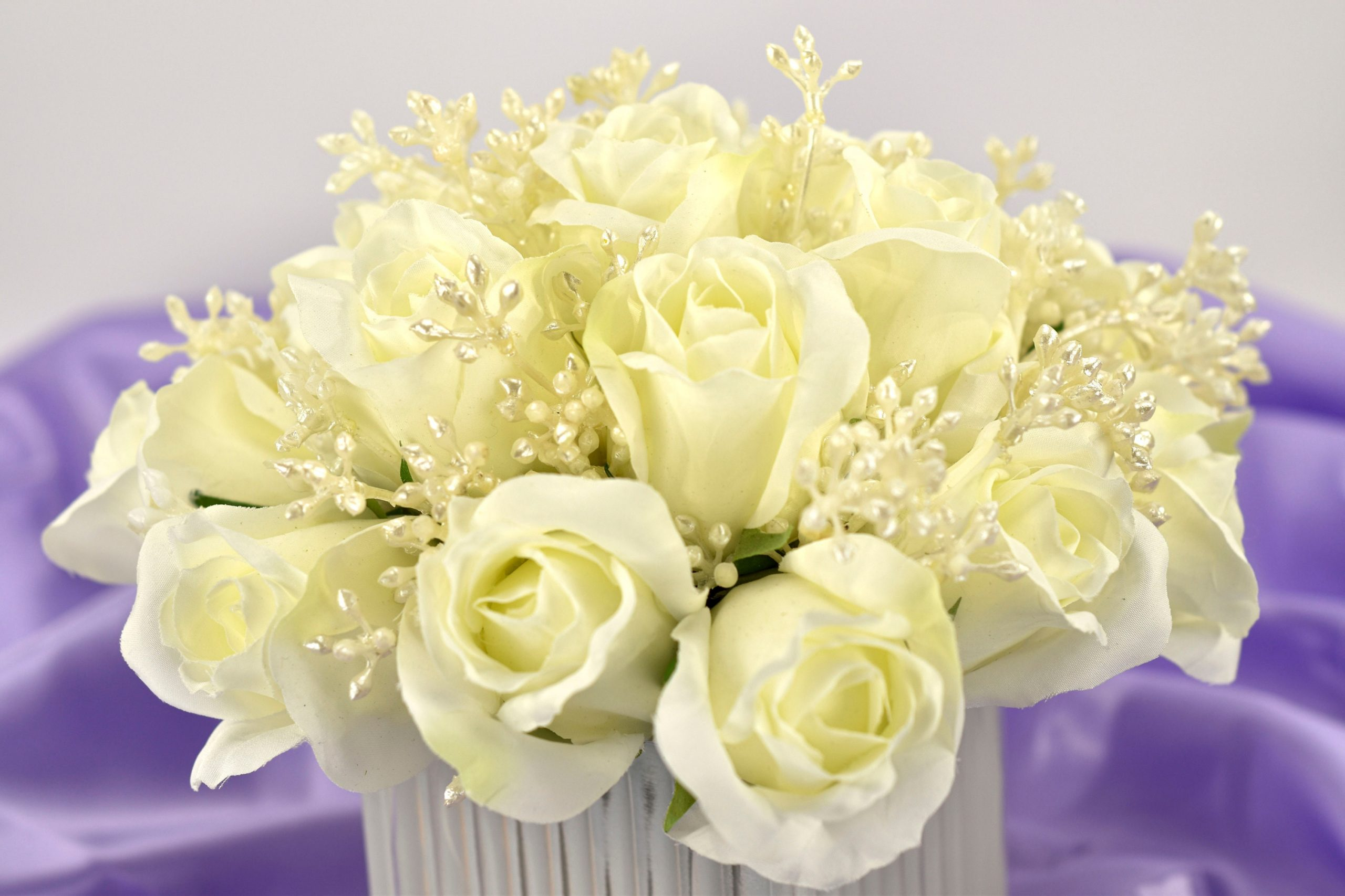 Wedding Table Flowers, Wedding Centre Piece, White Roses in A Frosted Vase